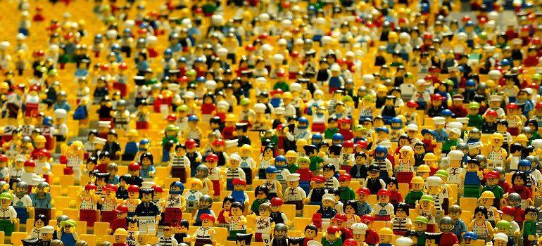 lego-crowd-by-eak_kkk-courtesy-of-pixabay-com-770-770x350